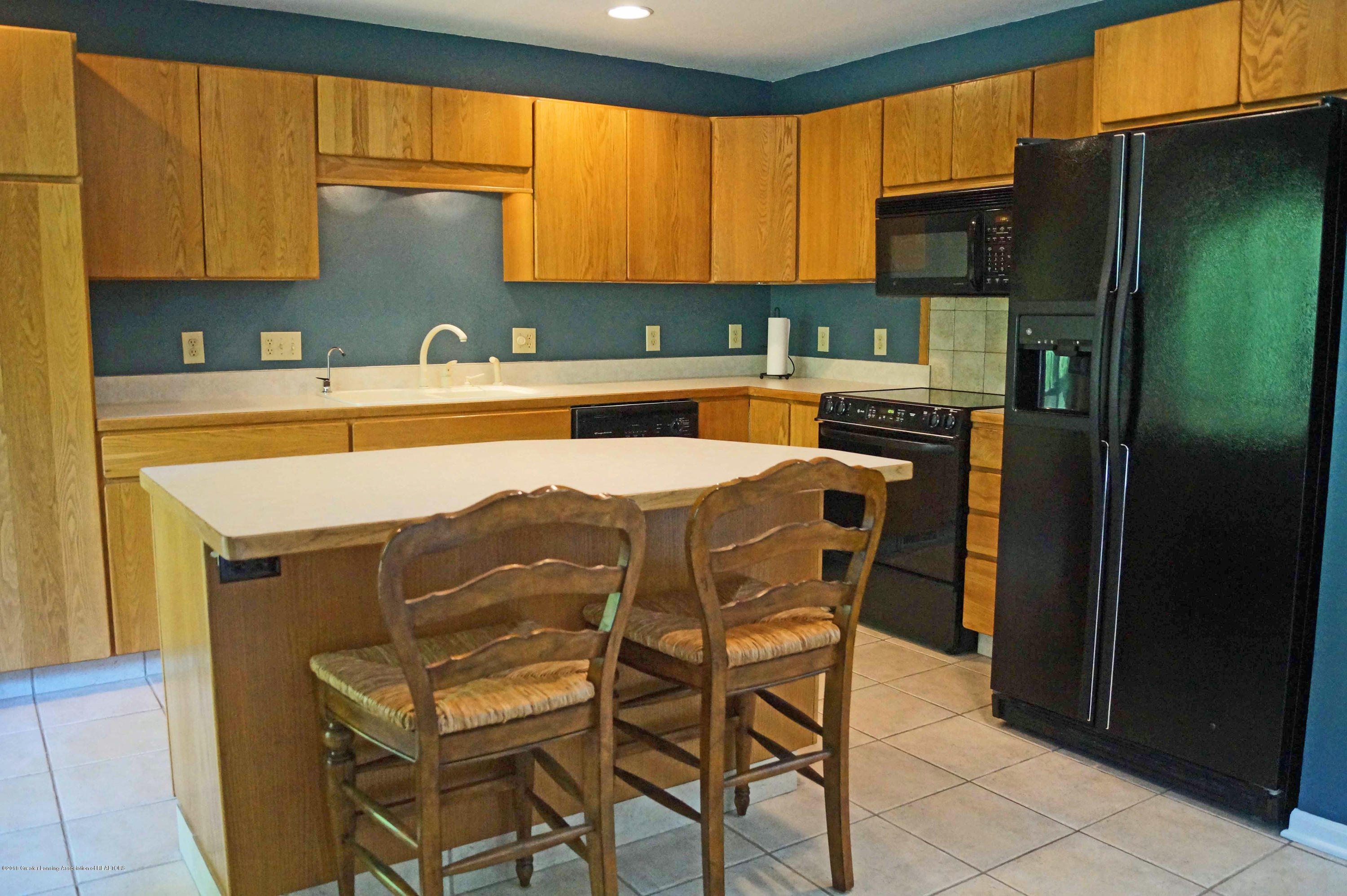 3720 Colby Rd - Island  Kitchen - 12