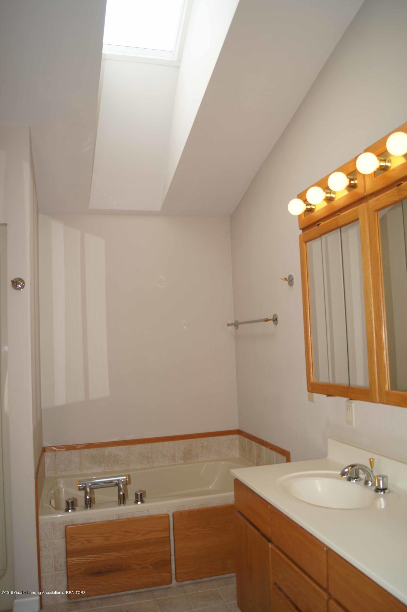 3720 Colby Rd - Master Bath - 16
