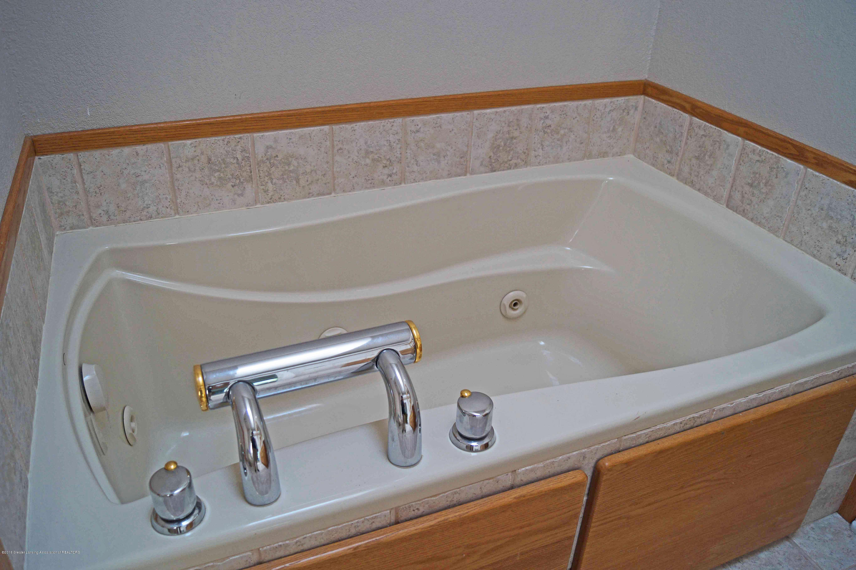 3720 Colby Rd - Whirlpool Tub - 17