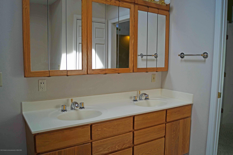 3720 Colby Rd - Master Bath - 15