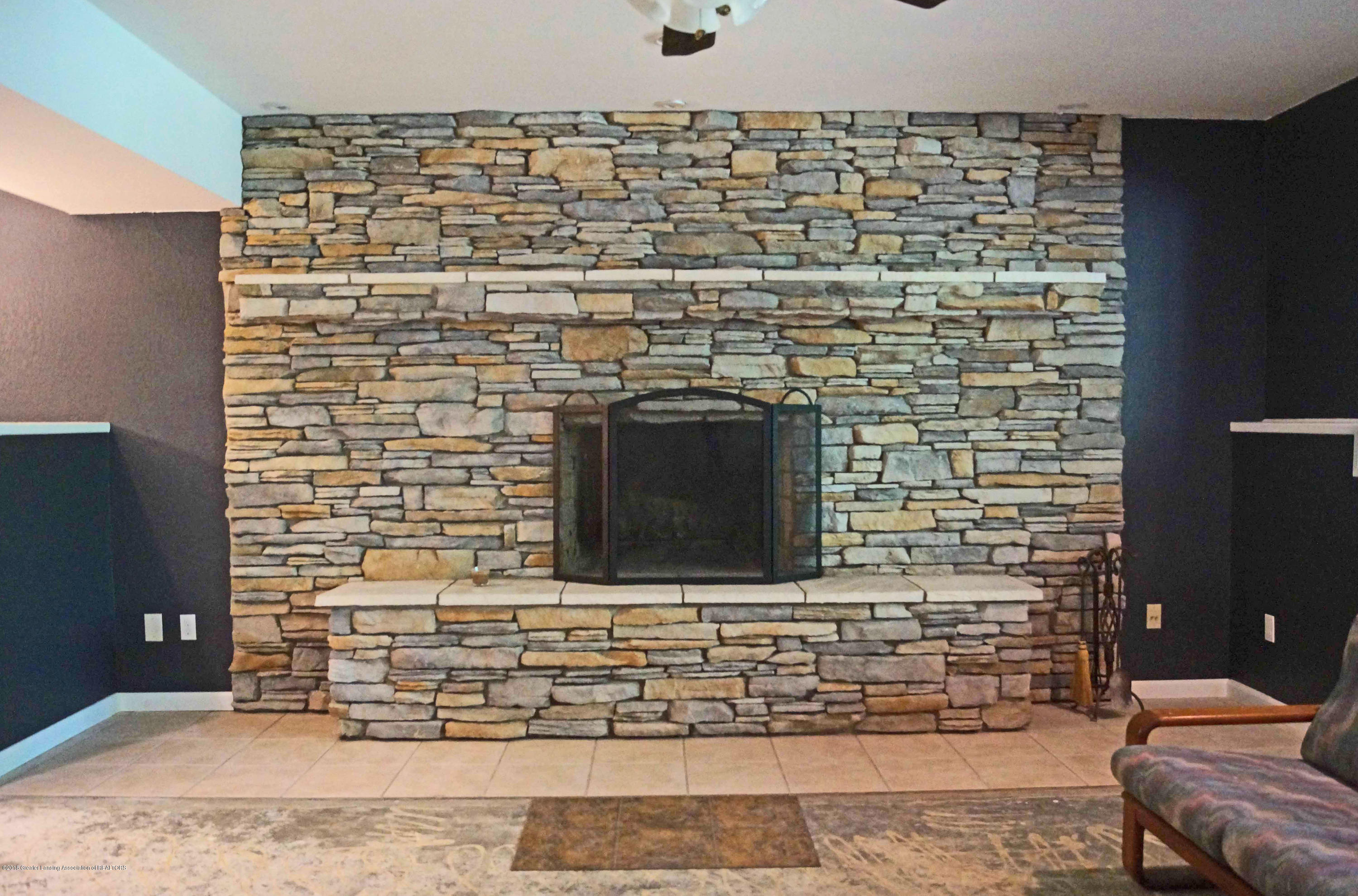 3720 Colby Rd - Fireplace - 23
