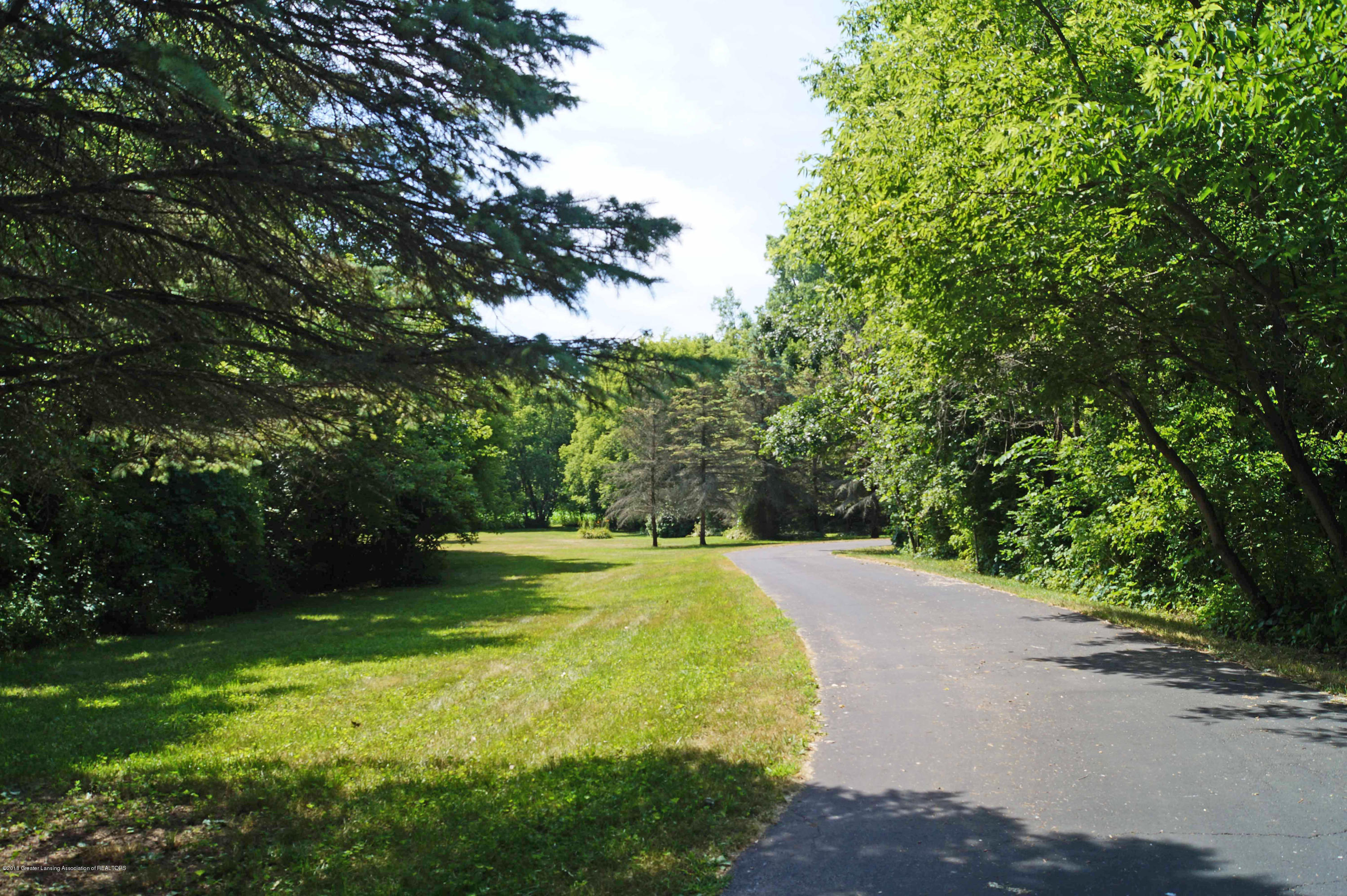 3720 Colby Rd - Driveway - 30
