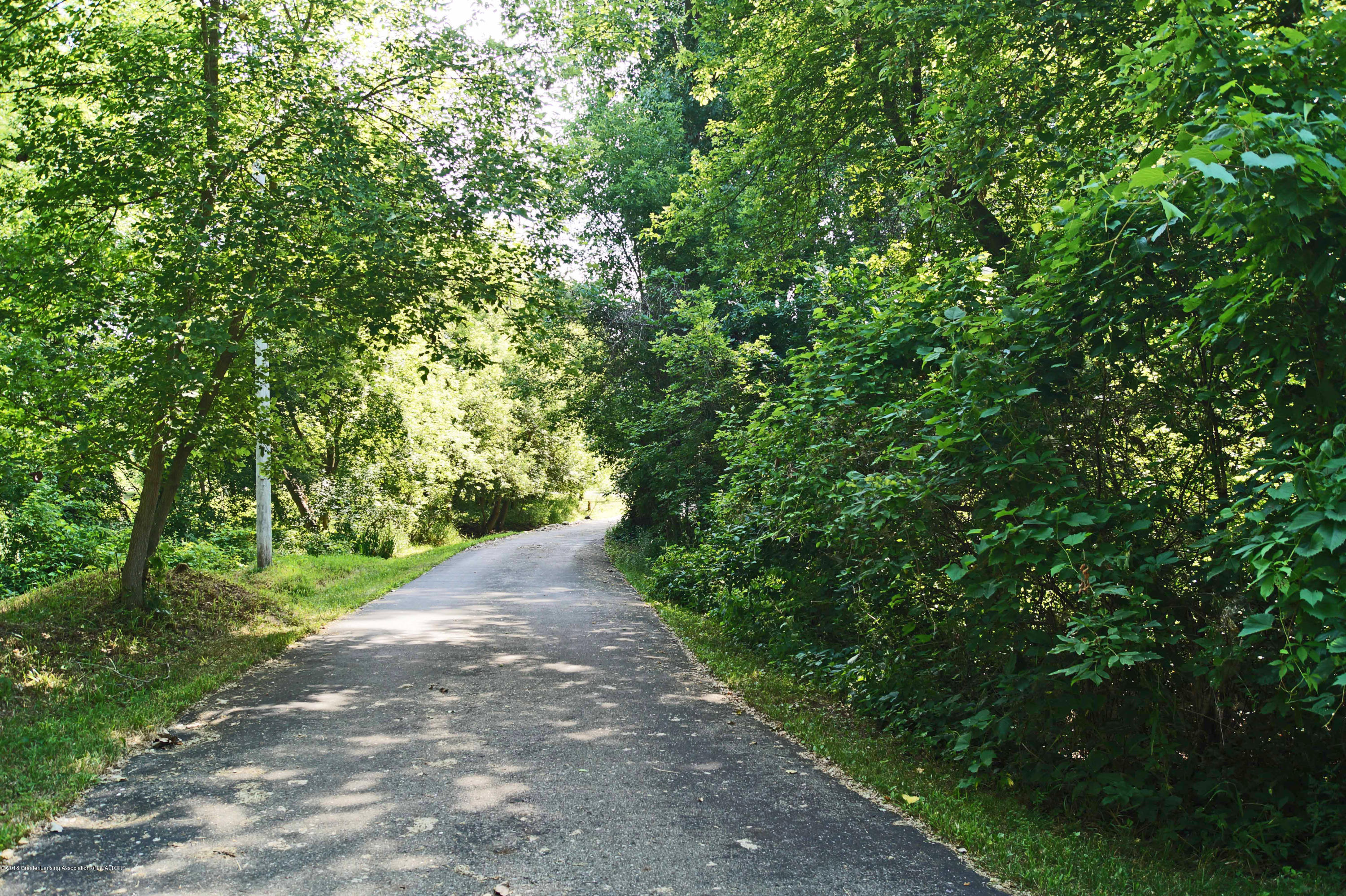 3720 Colby Rd - Driveway - 31