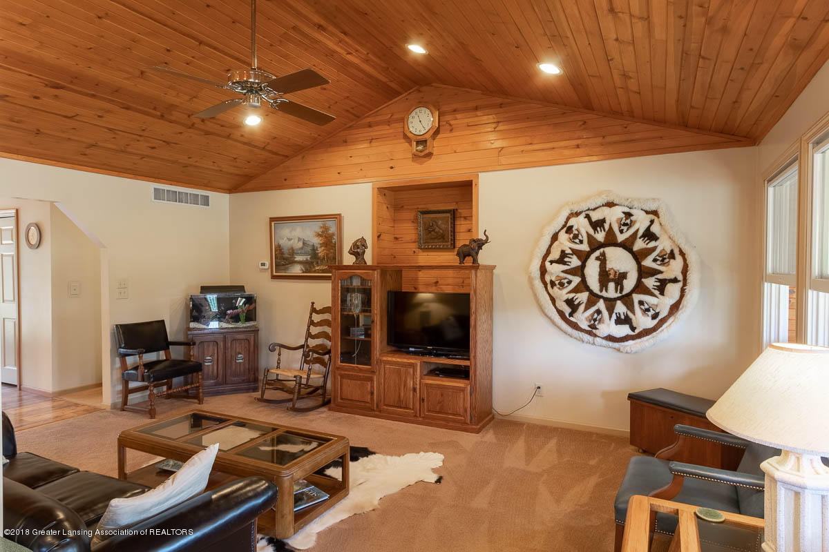 7511 Herbison Rd - Livingroom - 5