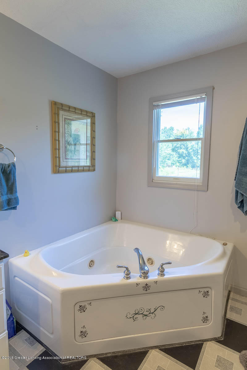 7511 Herbison Rd - Master Bath Jetted Tub - 12