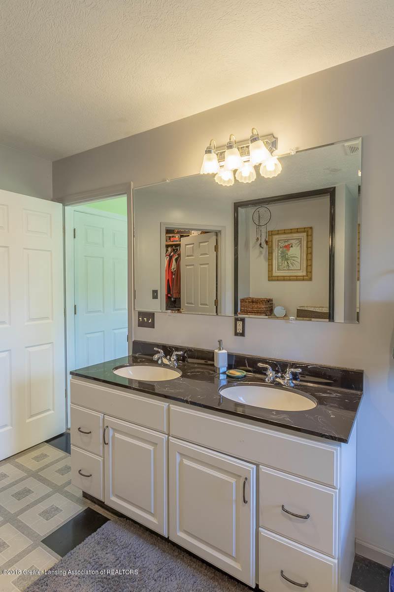 7511 Herbison Rd - Master Bath Double Vanities - 17