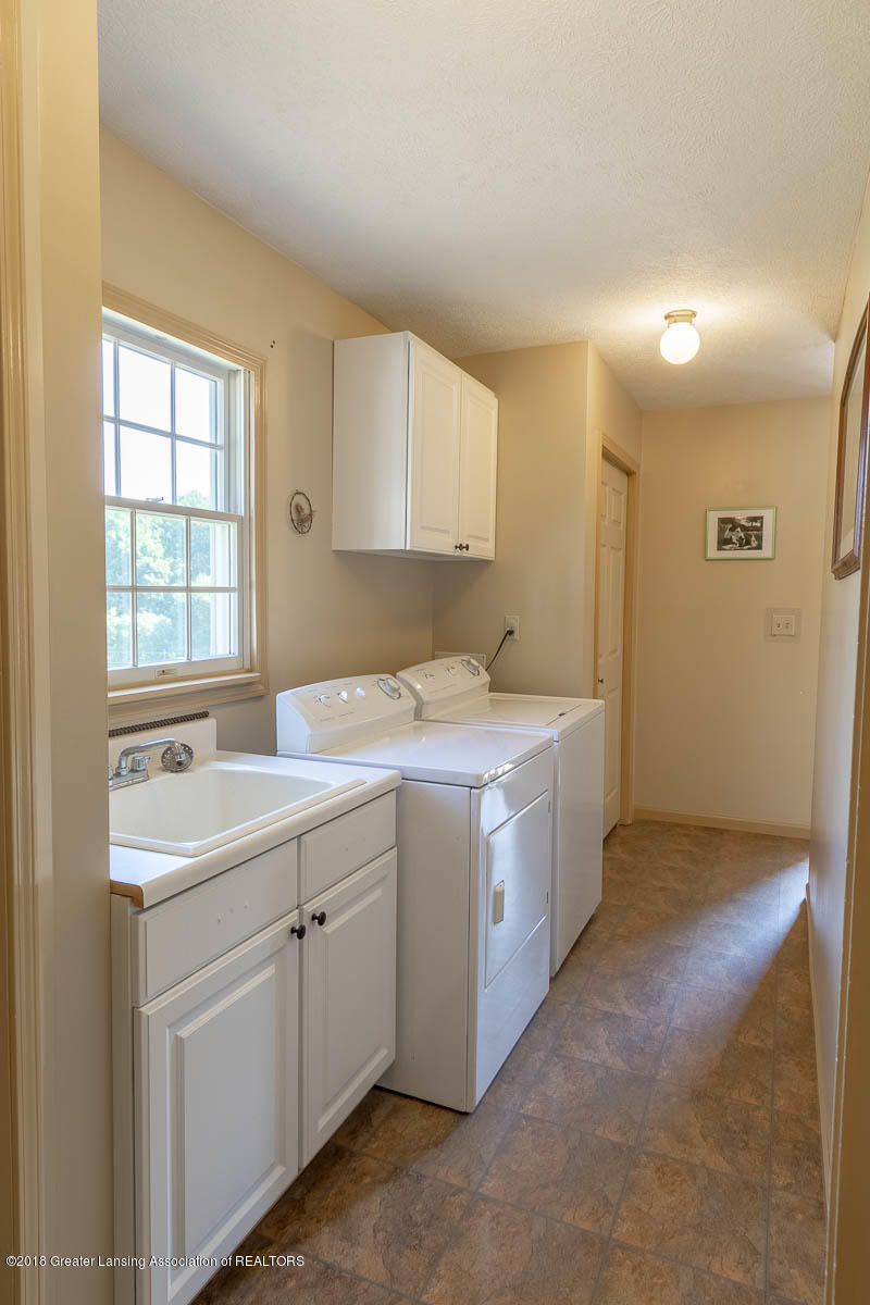 7511 Herbison Rd - First Floor Laundry and Mudroom - 23