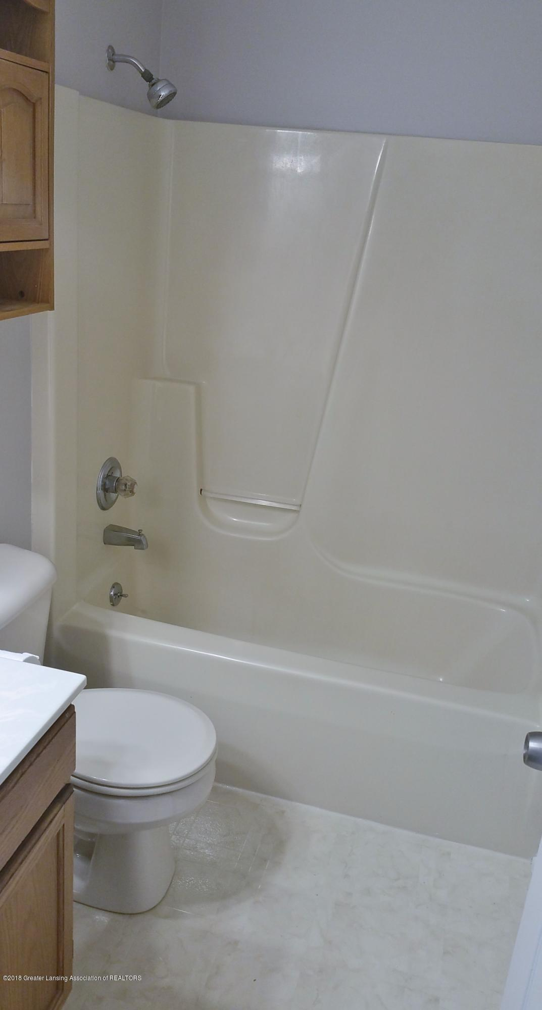 6020 Sunset Ln - Bathroom - 9