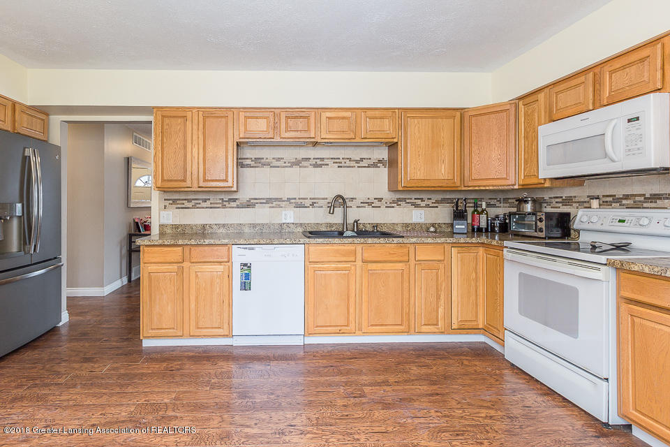 1500 Kennedy Dr - Kitchen - 7