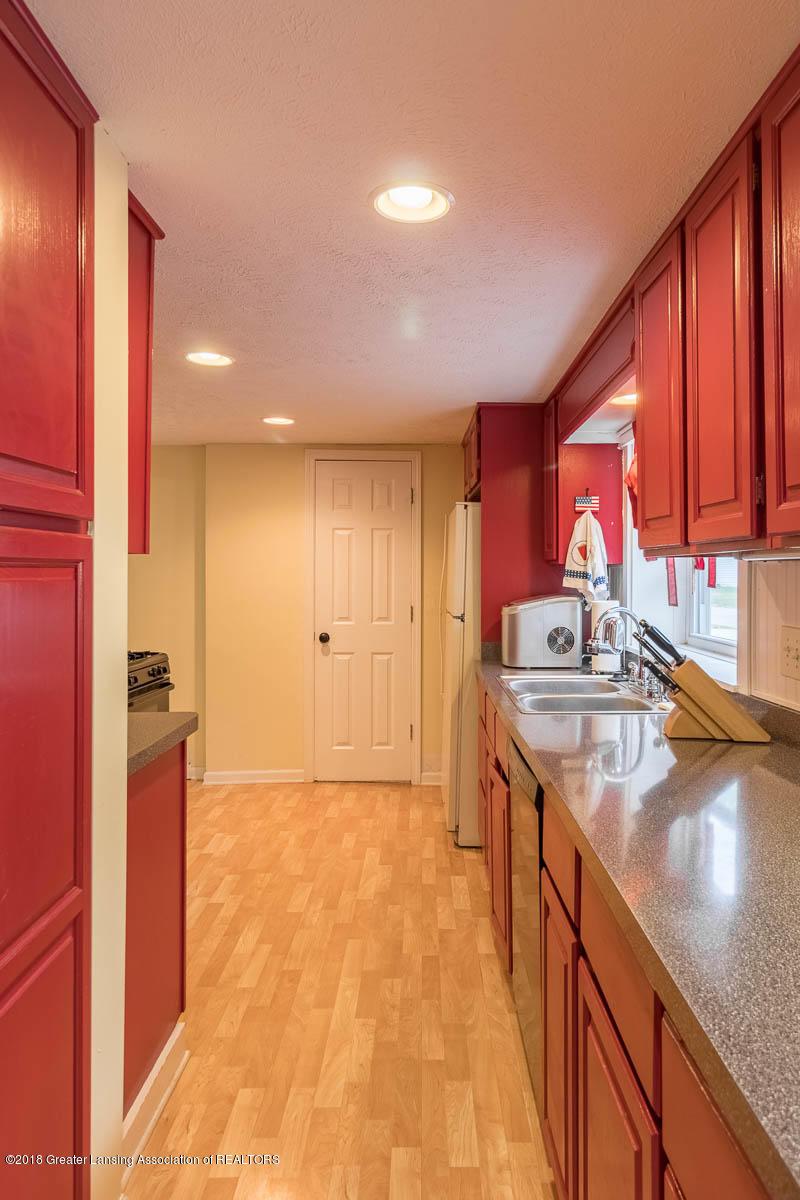 6112 Columbia St - Kitchen - 9