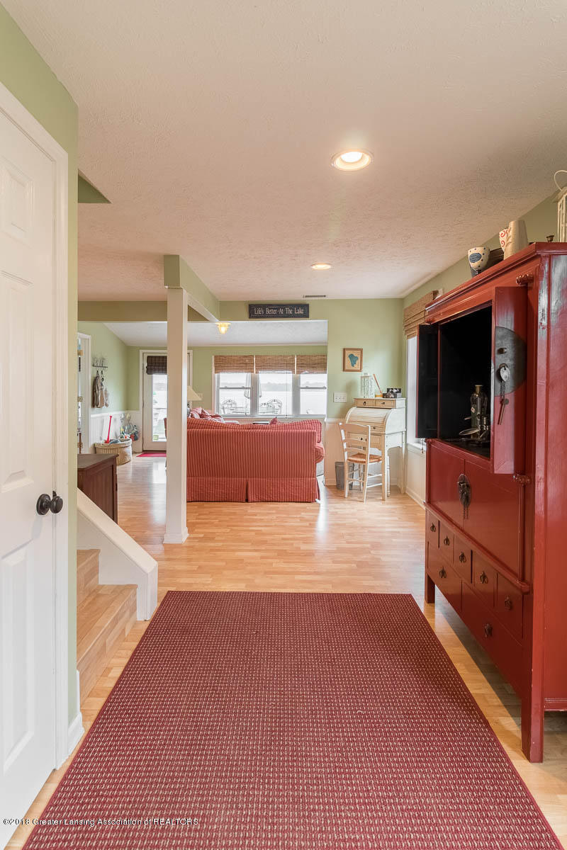 6112 Columbia St - Dining to Living Room - 16