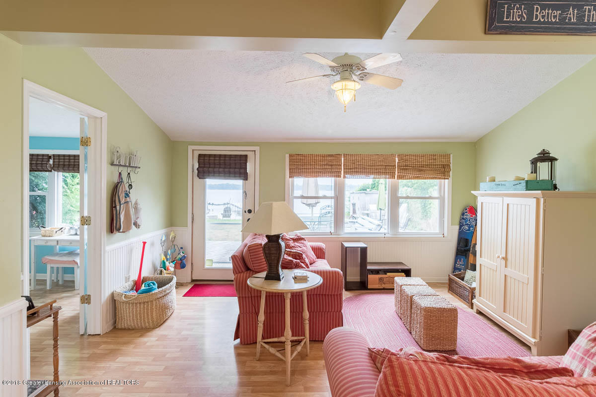 6112 Columbia St - Family Room - 19