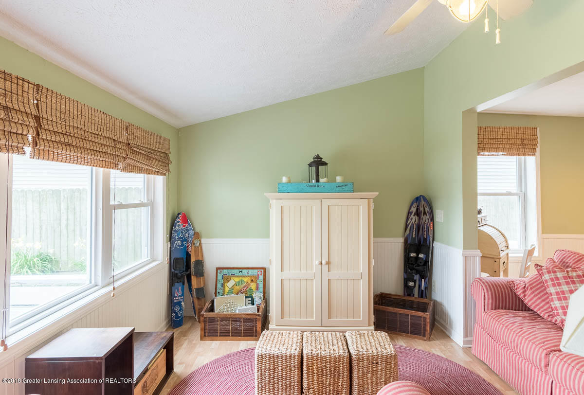 6112 Columbia St - Family Room - 20