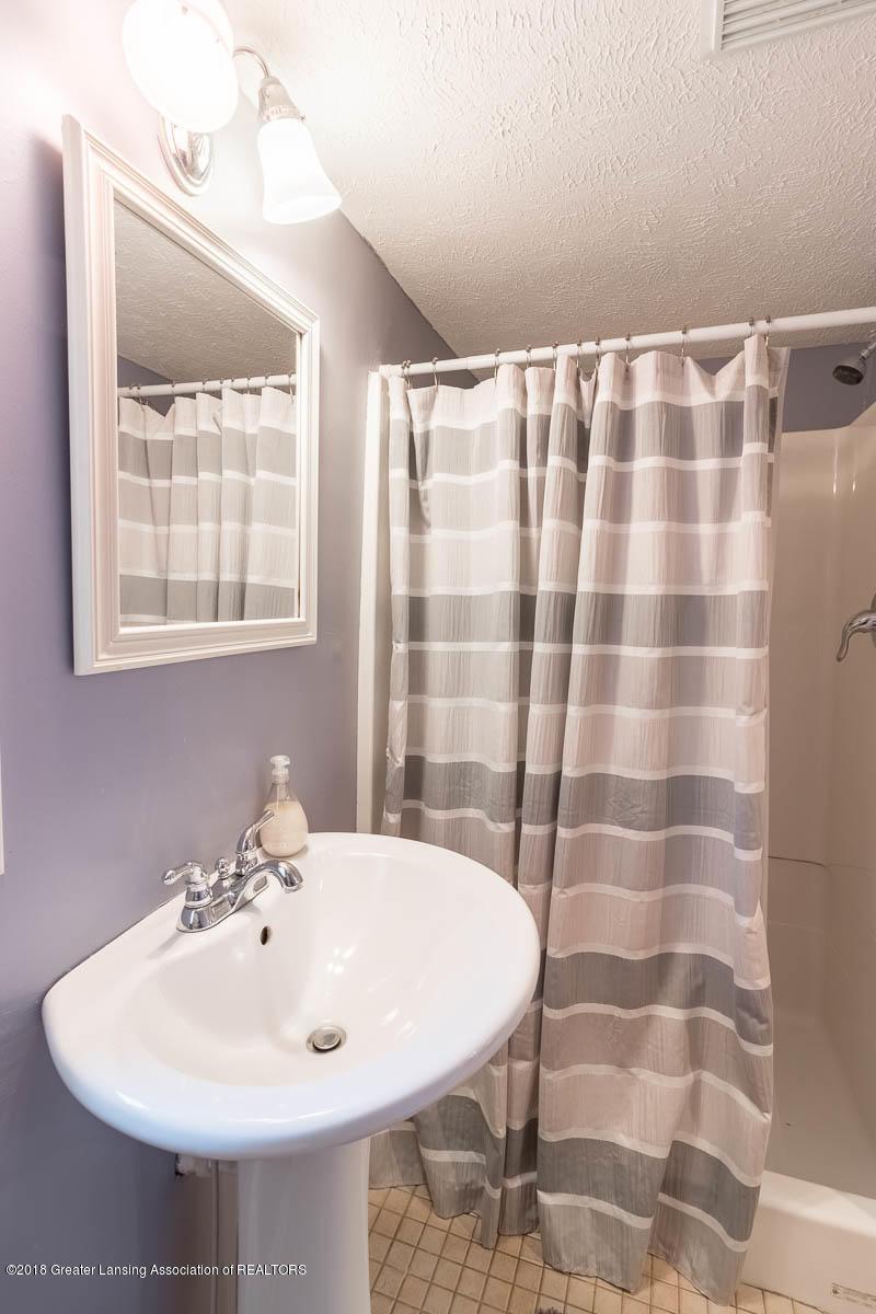 6112 Columbia St - Full Bath - 25