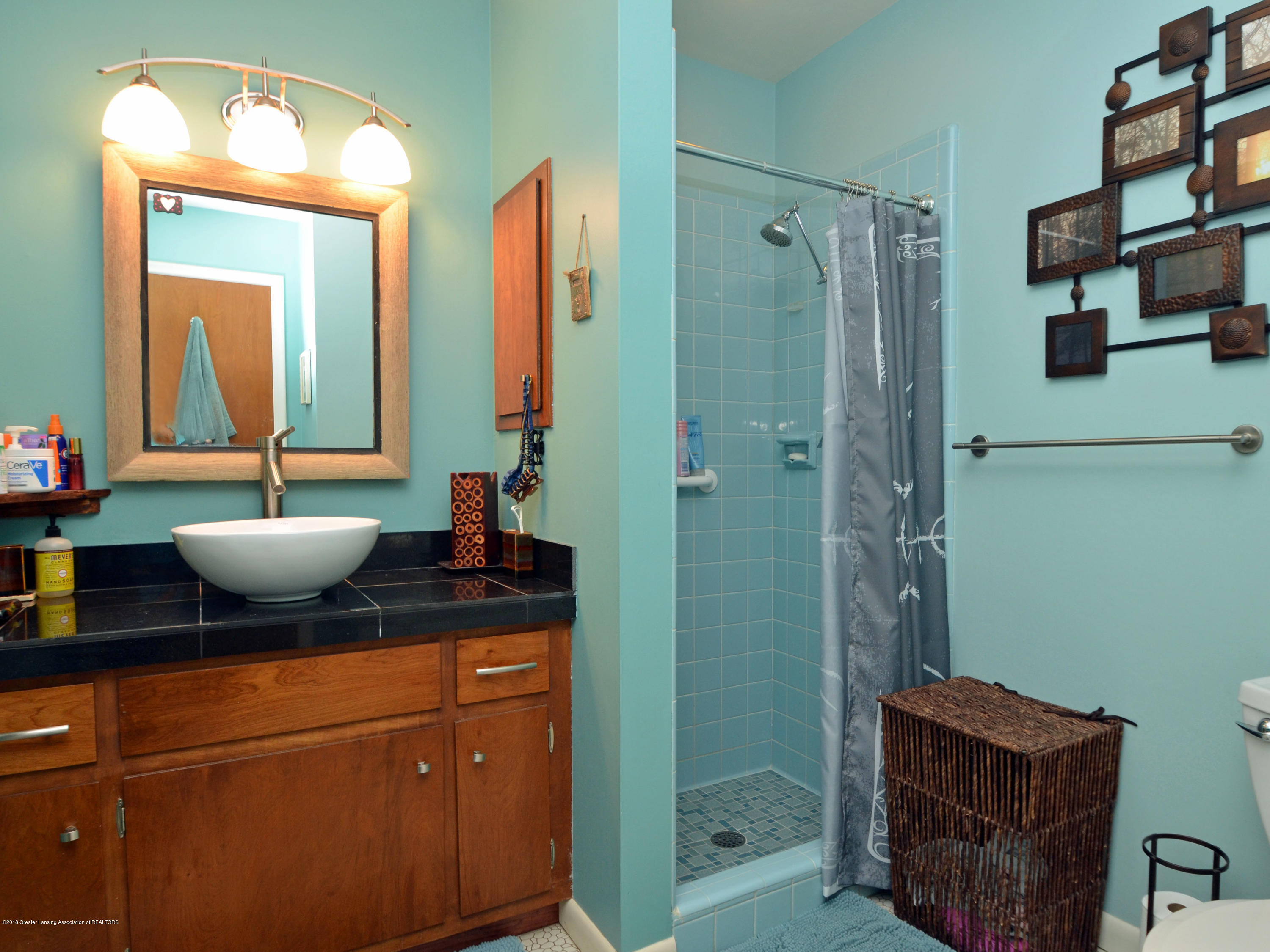 2704 Teri Terrace - 18Master Bath - 18