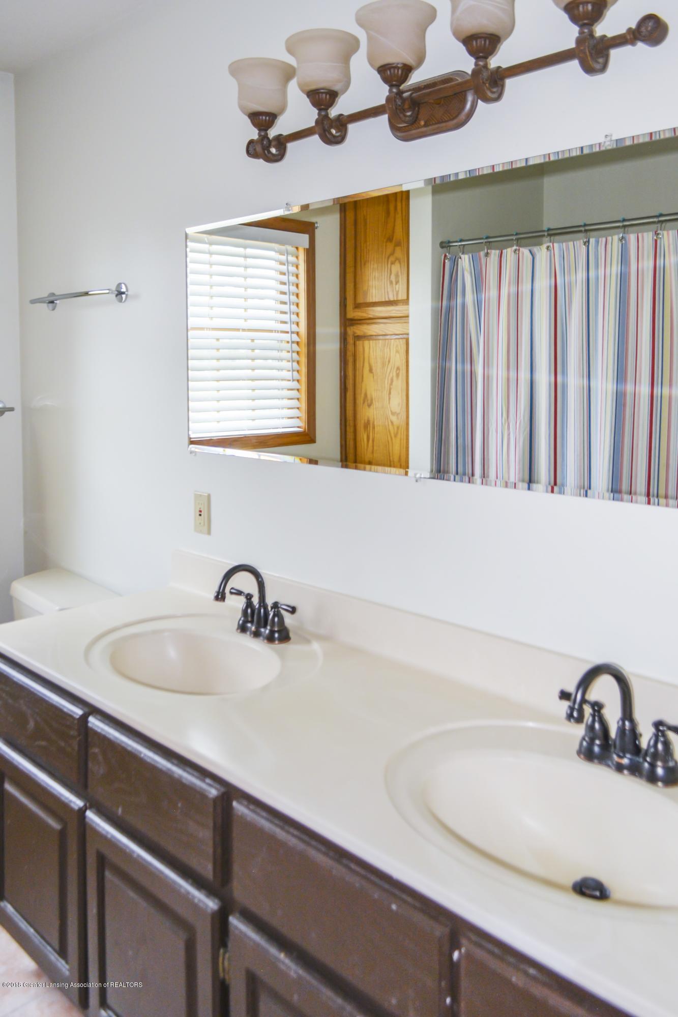 5955 E Parks Rd - 2nd Full Bath - 10