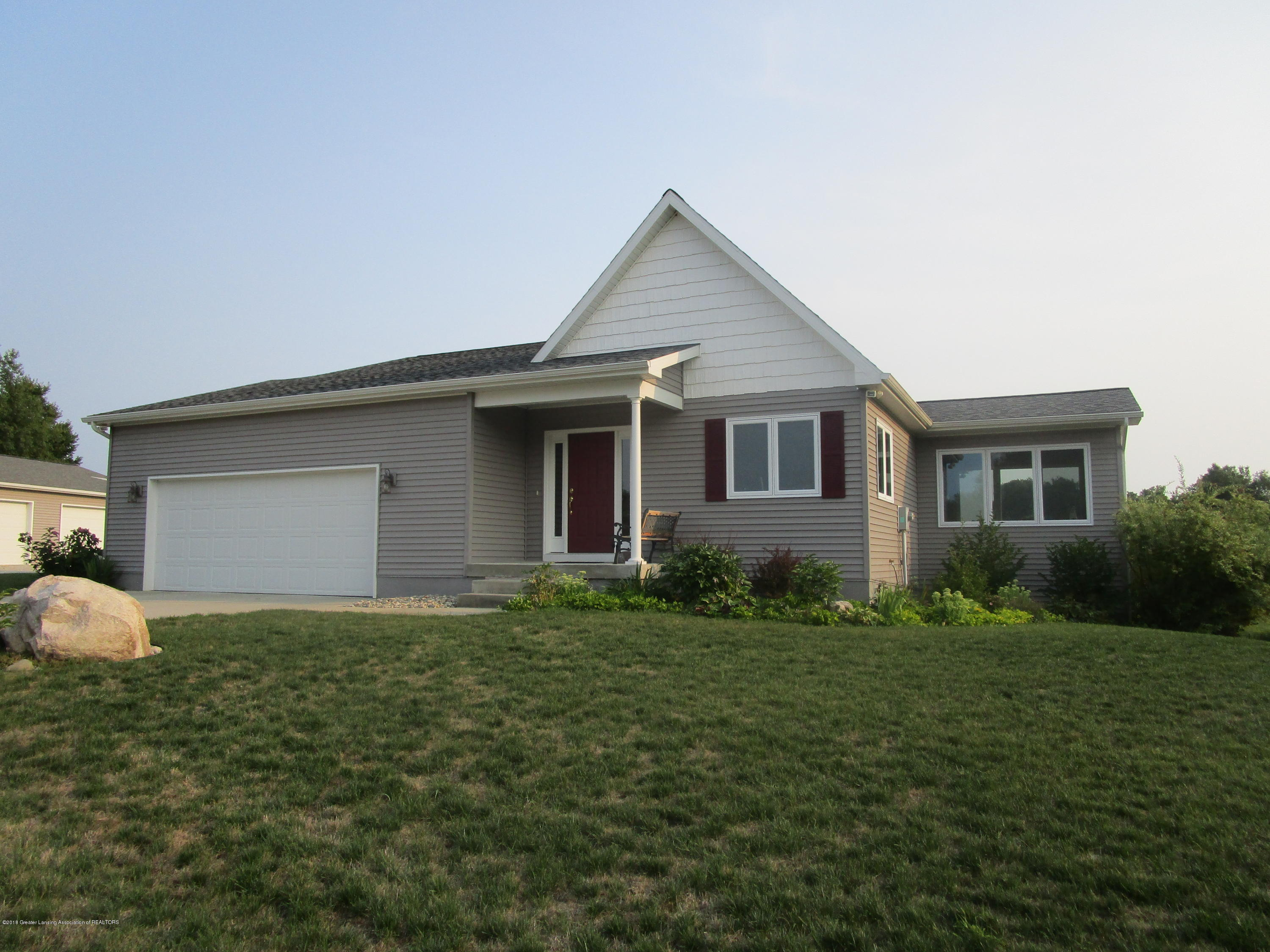 10686 Riverside Dr - Front of House - 1
