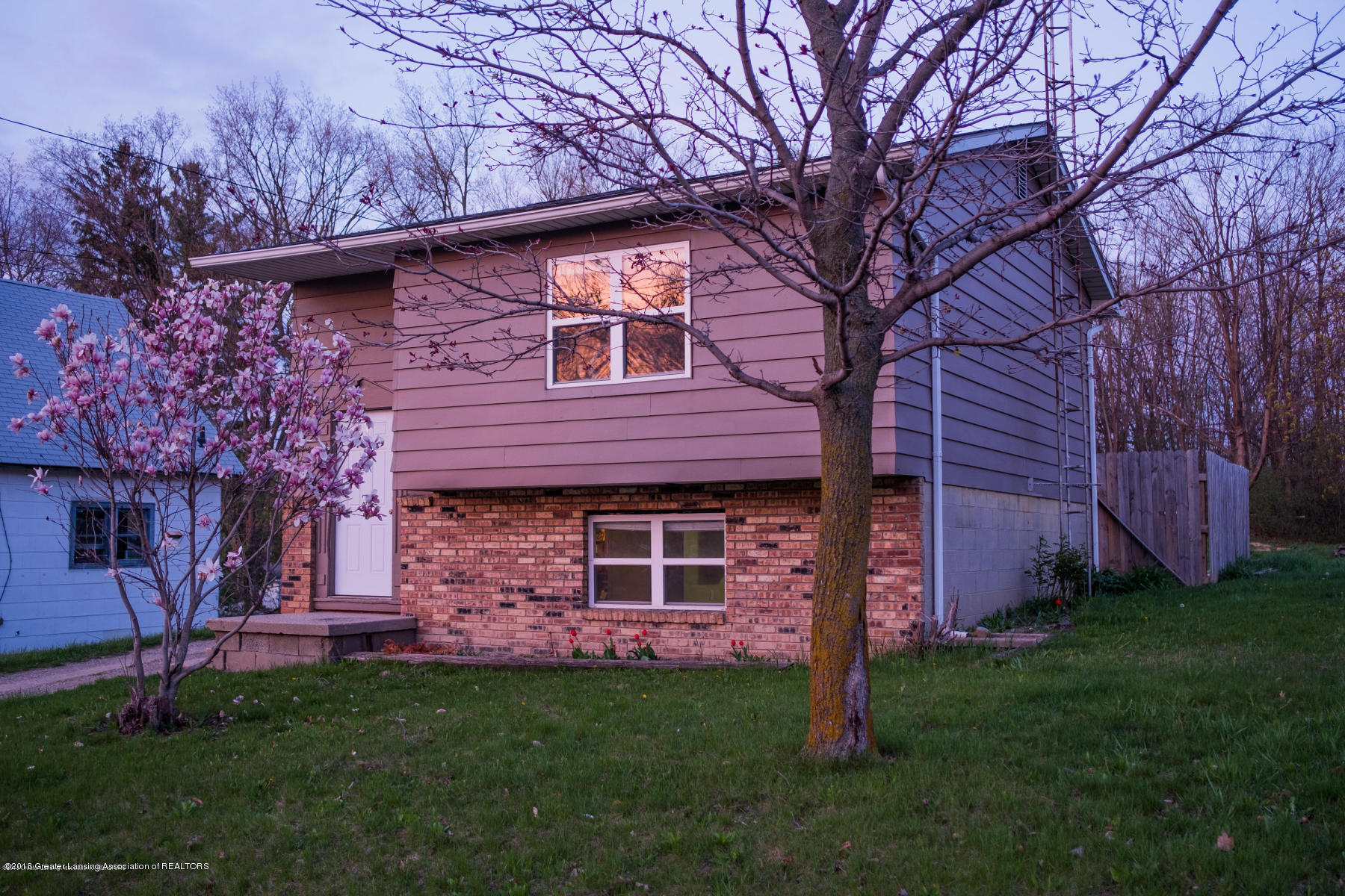1131 S Shiawassee St - Front - 1