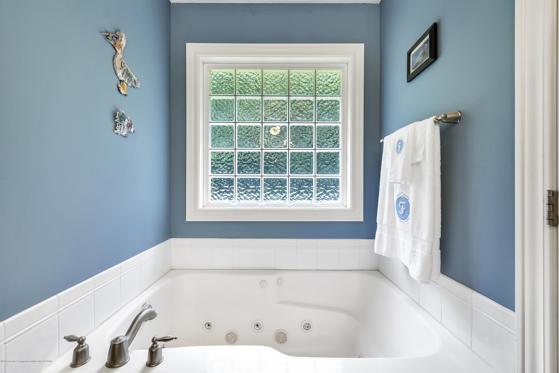 6787 W Galway Cir - Master Bath 2 - 17