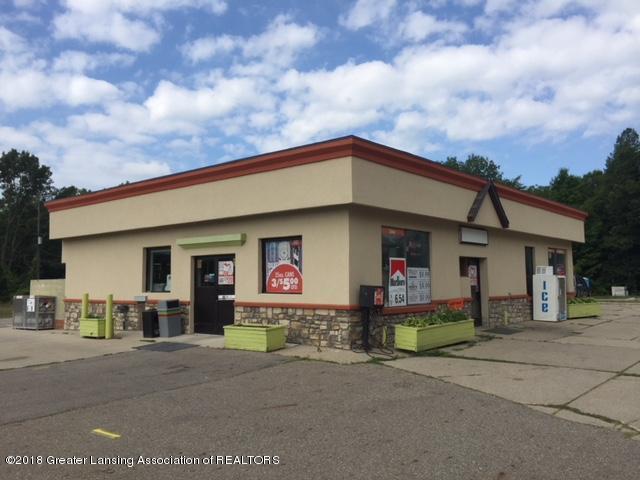 743 W Grand River Ave - Convenience Store - 1