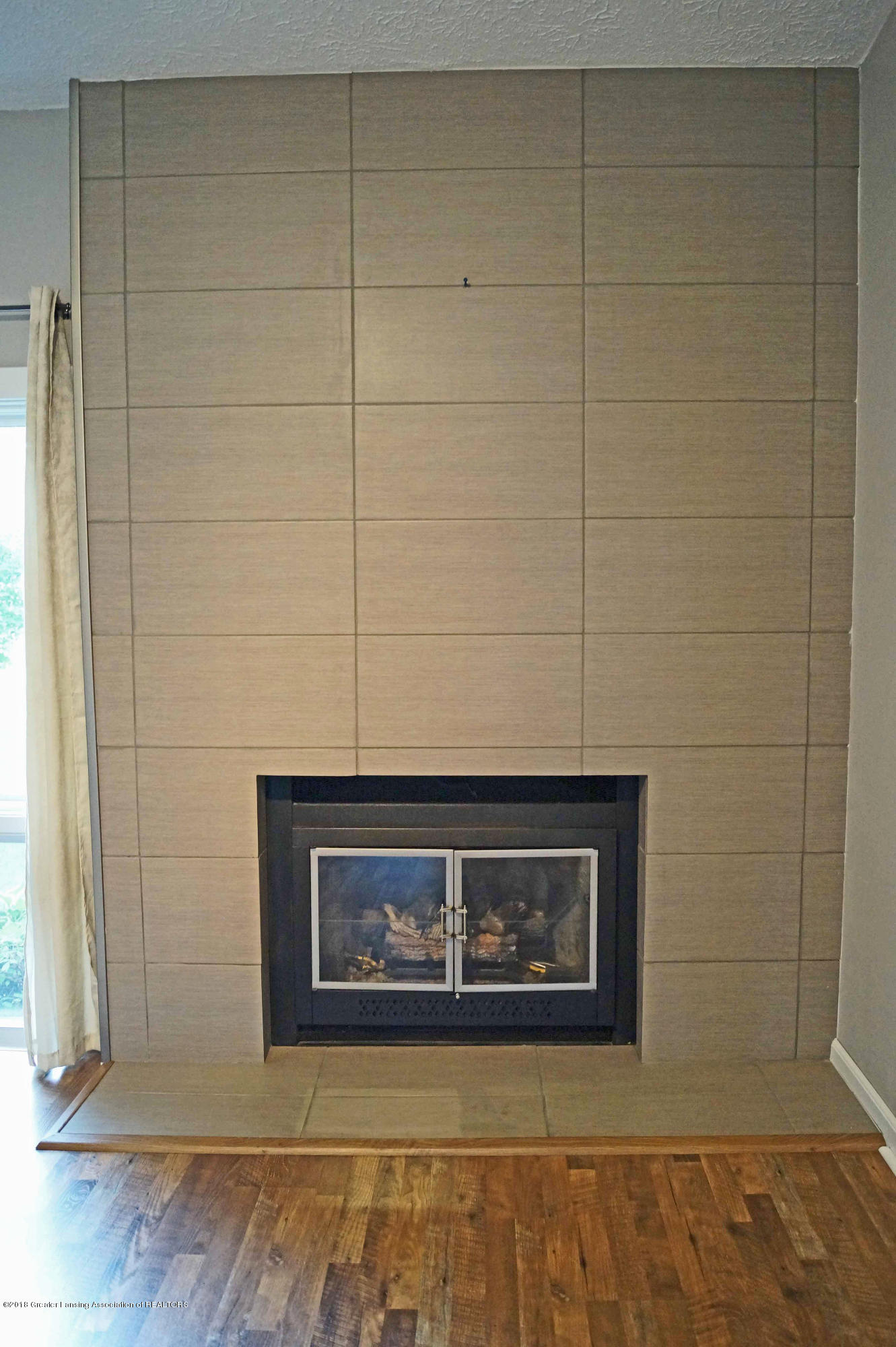 1332 Lakeside Dr - Gas Fireplace - 8