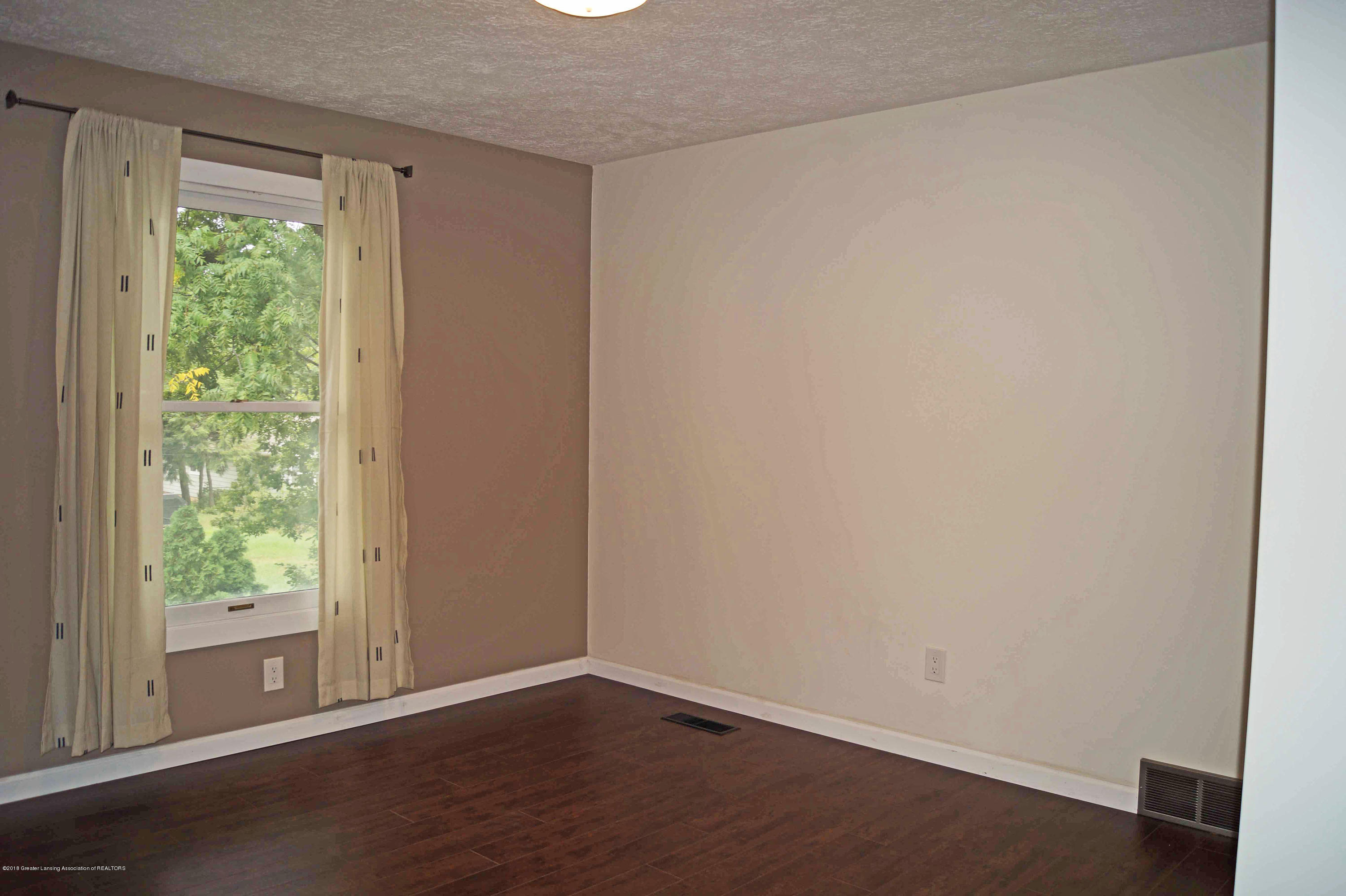 1332 Lakeside Dr - Bedroom 2 - 23