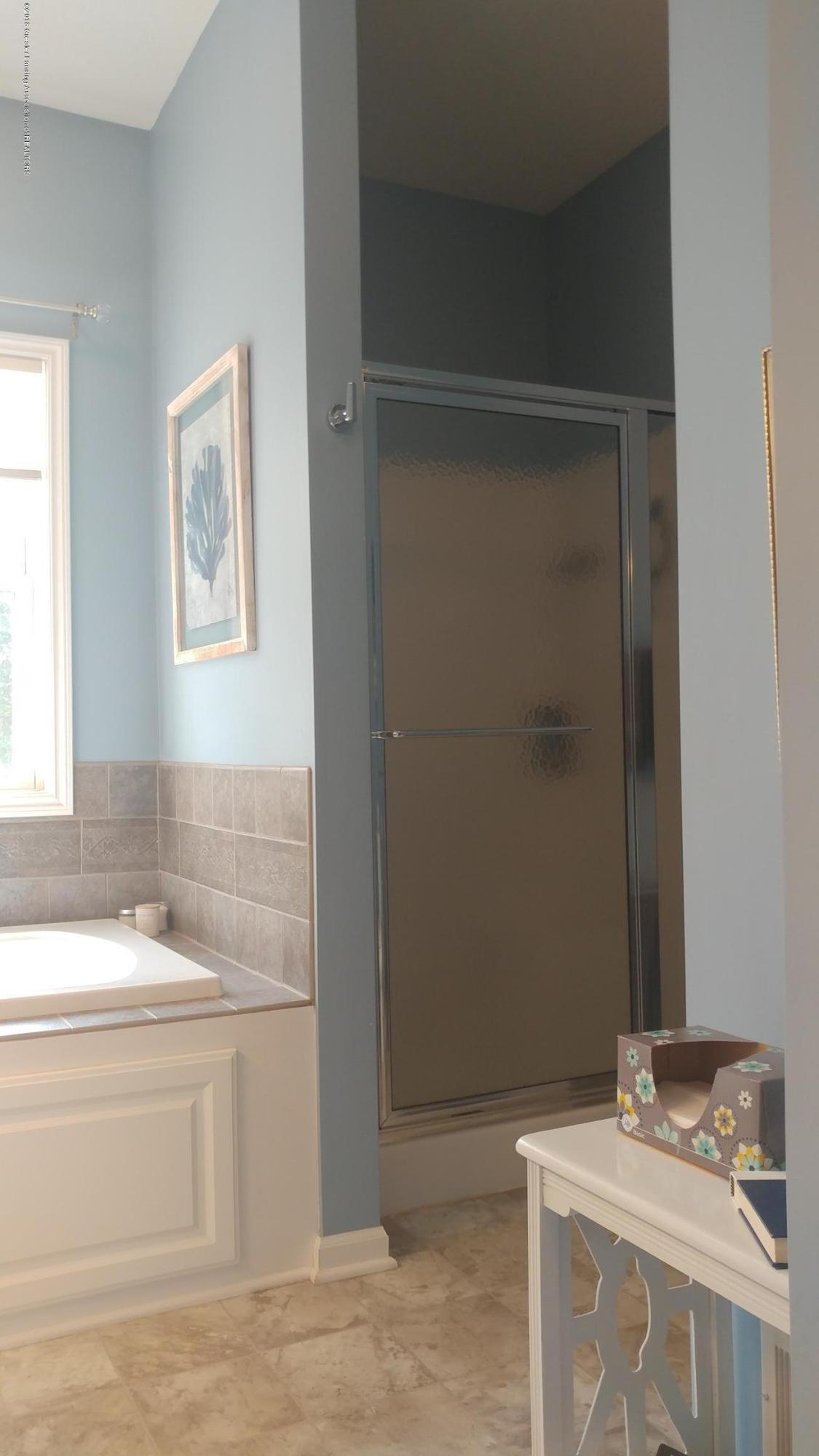 813 John Finner Ln - En Suite Shower - 36