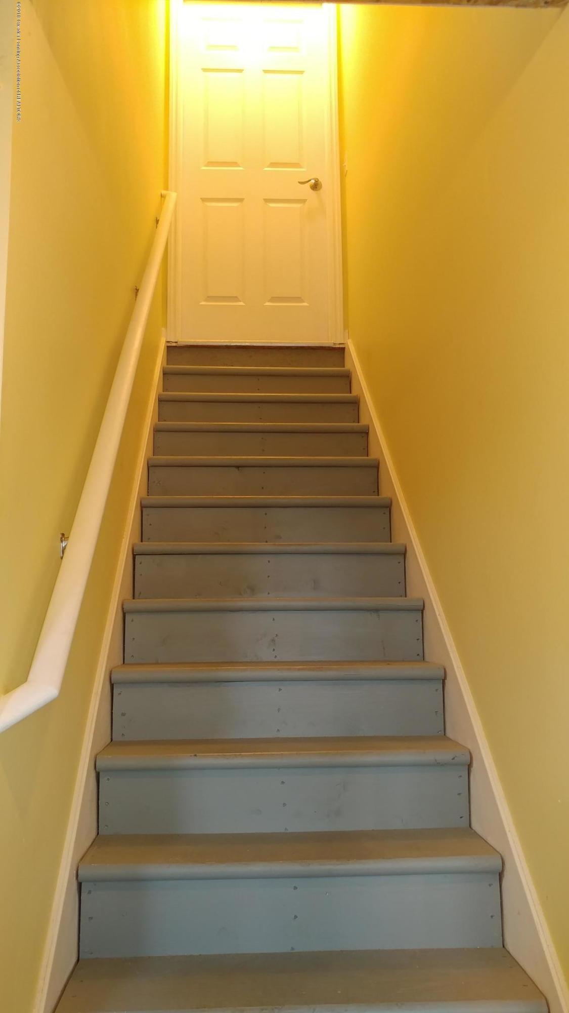 813 John Finner Ln - Basement Stairs - 40