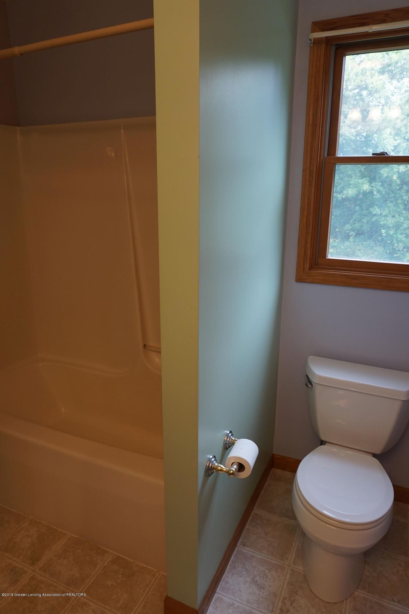 5699 Harper Rd - Full bath2.2 - 26