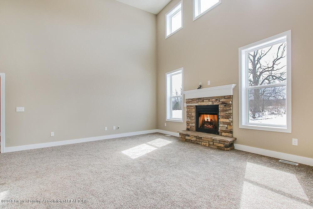 1547 Wellman Rd - Brick Fireplace - 6