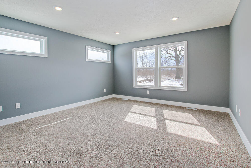 1547 Wellman Rd - Main Floor Master - 17