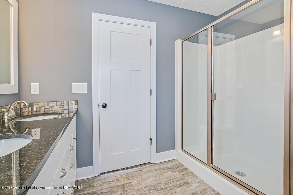 1547 Wellman Rd - Glass Shower - 20