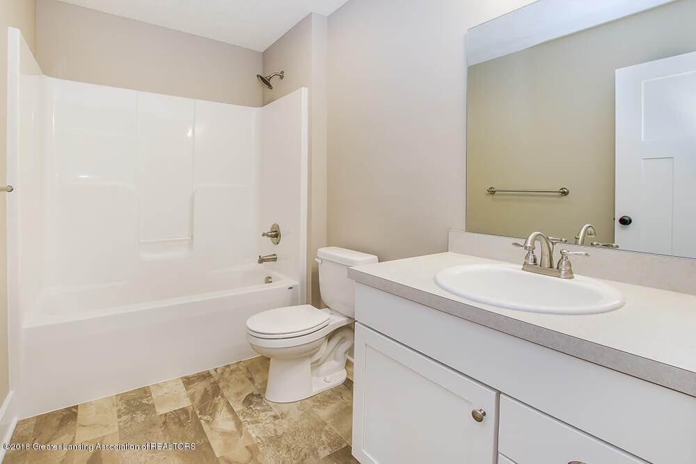 1547 Wellman Rd - Full Bath - 28