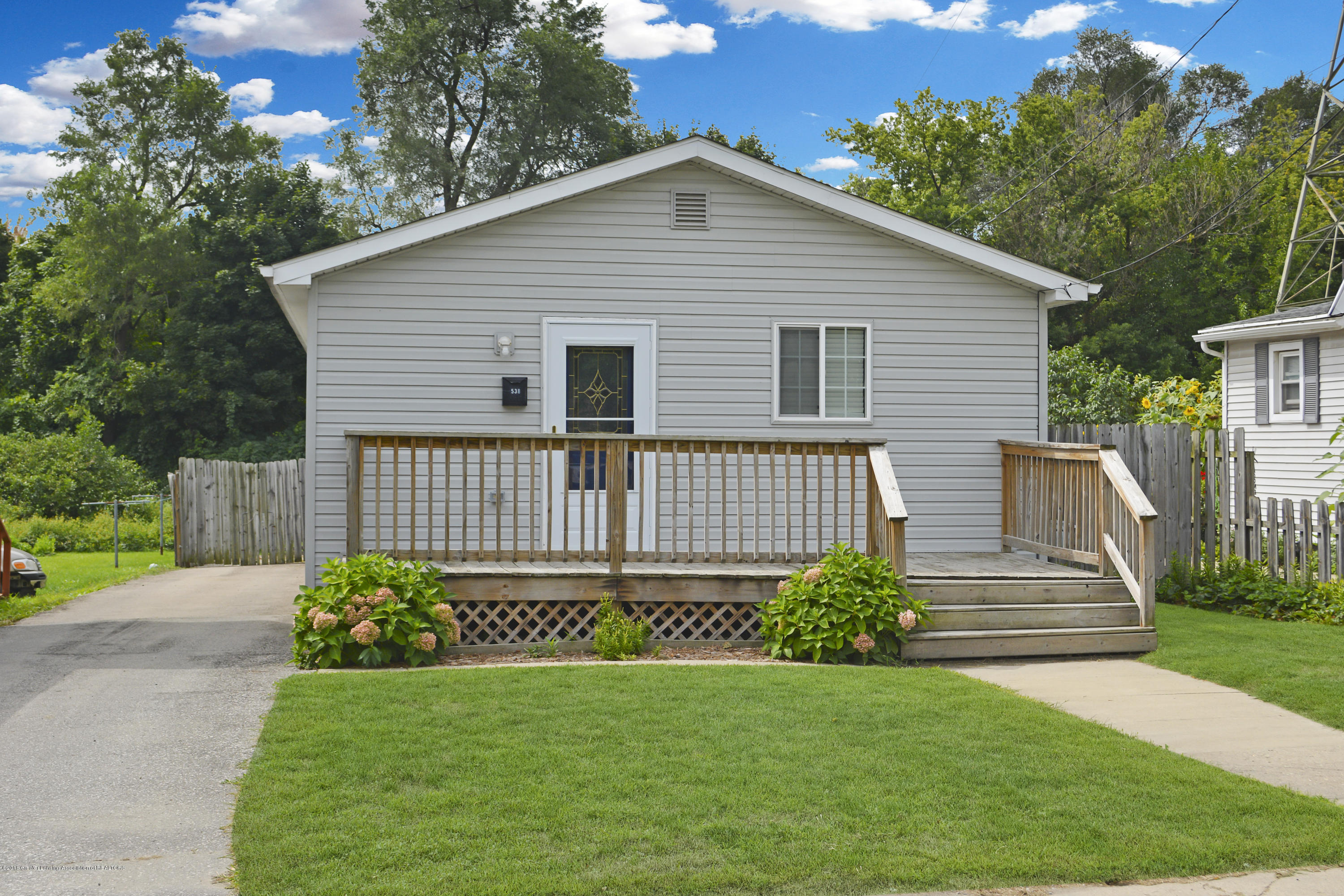 538 Corunna Ave - Front Picture - 1