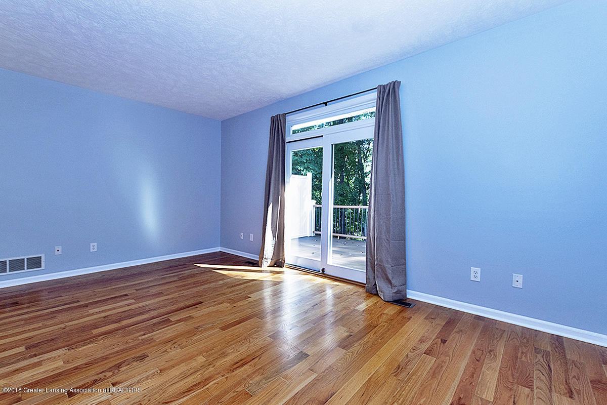 5696 Shaw St # 3 - 5696 Shaw St #11 Great Room to newer dec - 15