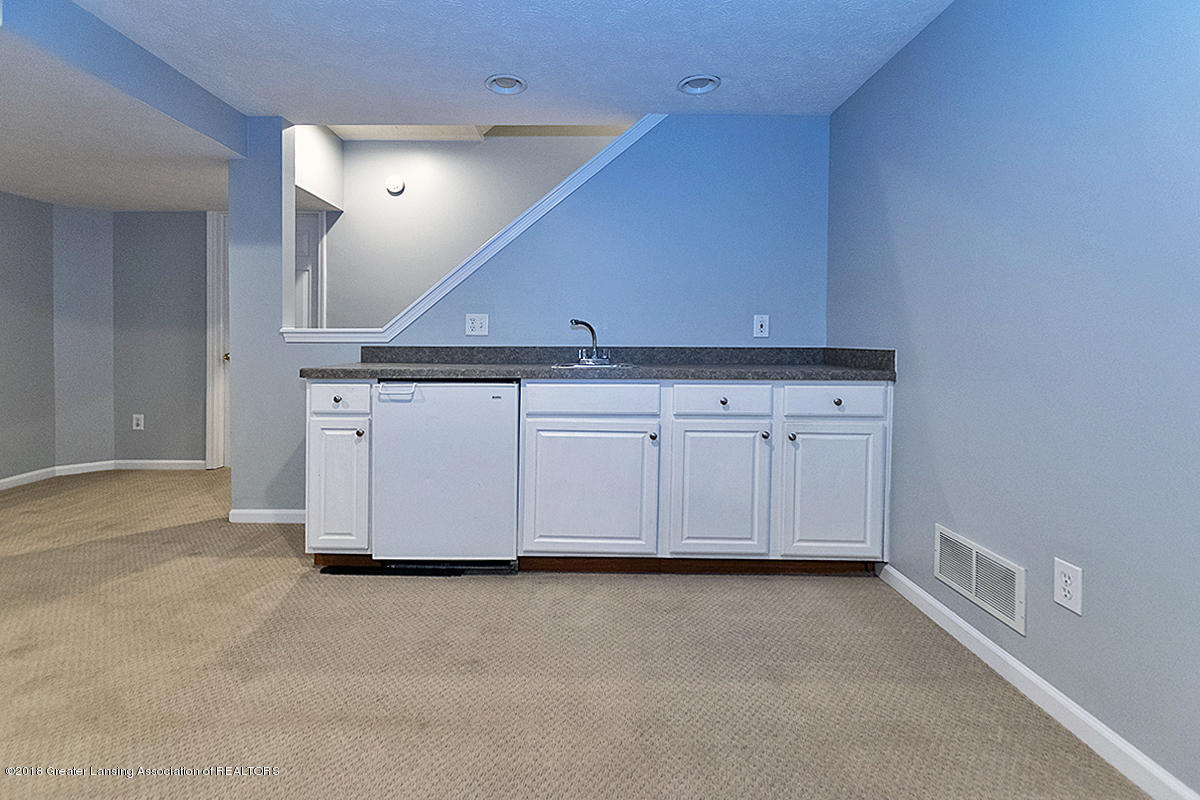 5696 Shaw St # 3 - 5696 Shaw St #11 Lower level wet bar - 23