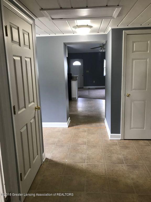400 N Grace St - 400 N Grace- Hallway - 11