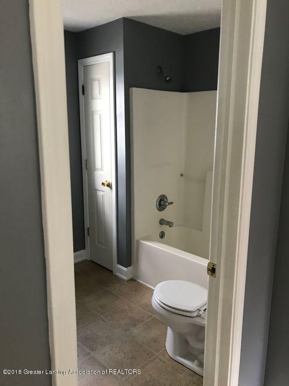 400 N Grace St - 400 N Grace- Bathroom - 12