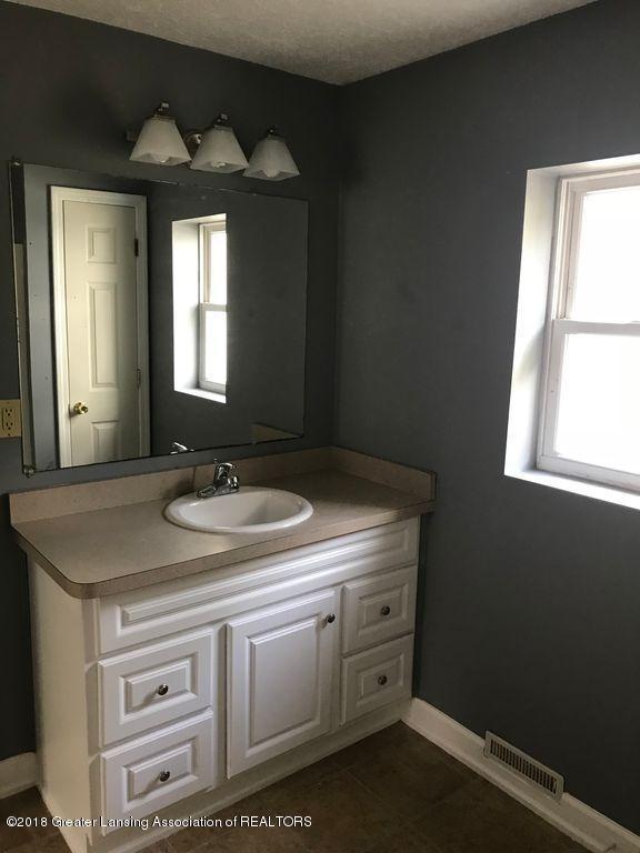 400 N Grace St - 400 N Grace- Bathroom Vanity - 8