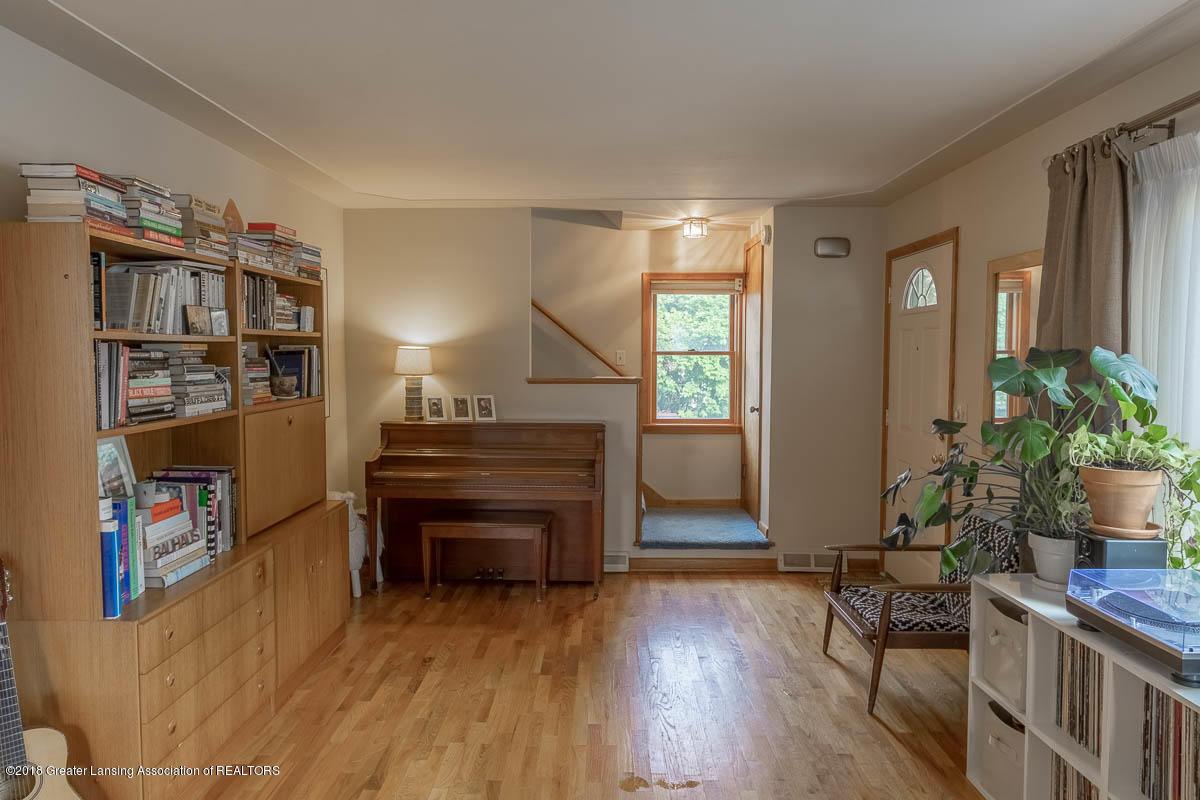 2315 Woodruff Ave - Living Room - 14