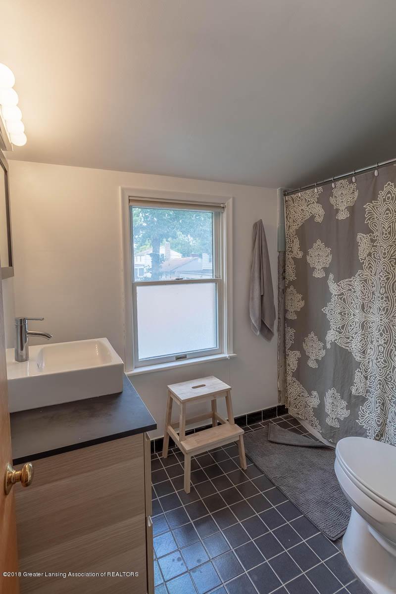 2315 Woodruff Ave - Full Bath - 20