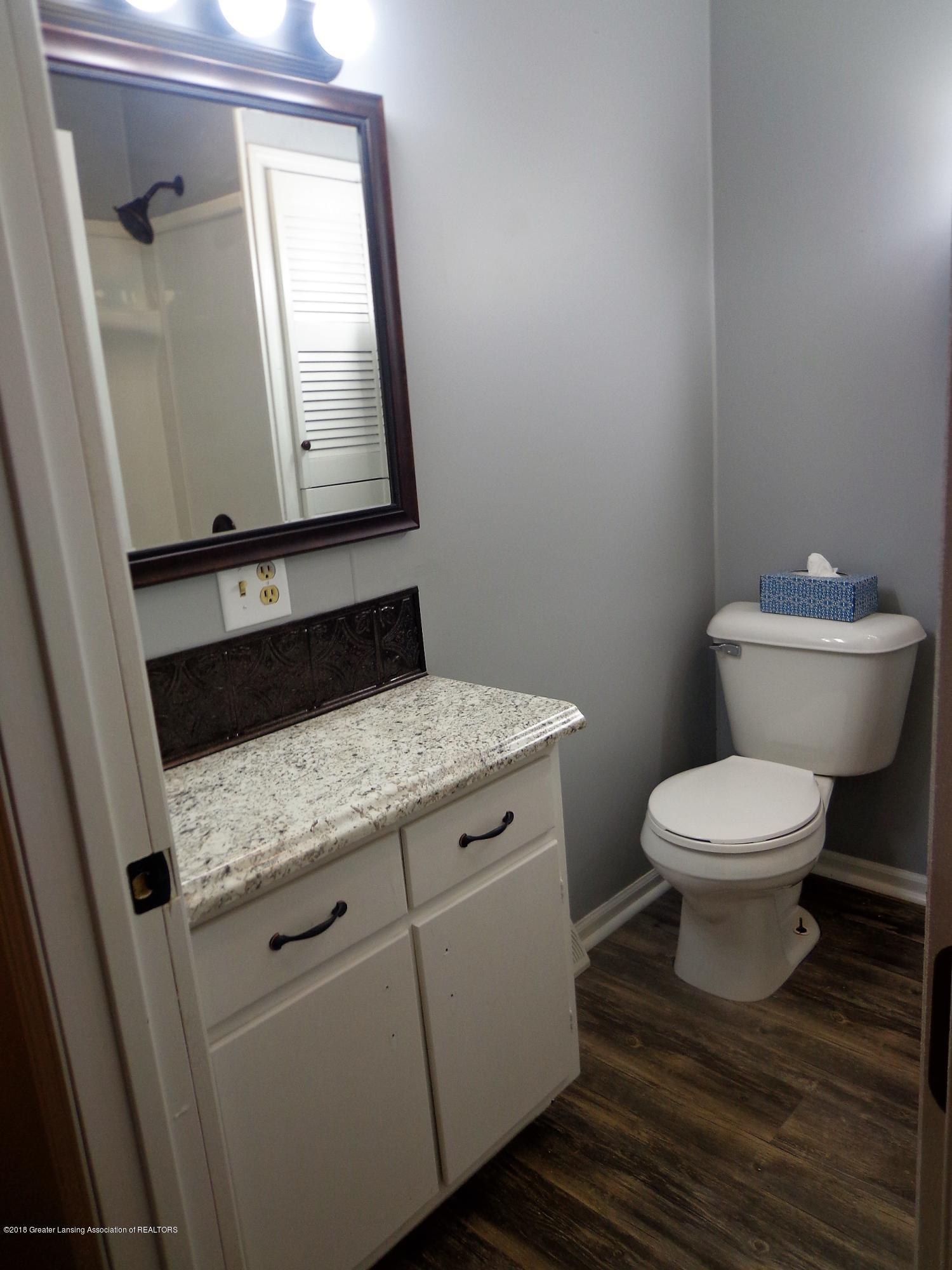 4950 Hogsback Rd - vanity.bath.hogsback - 11