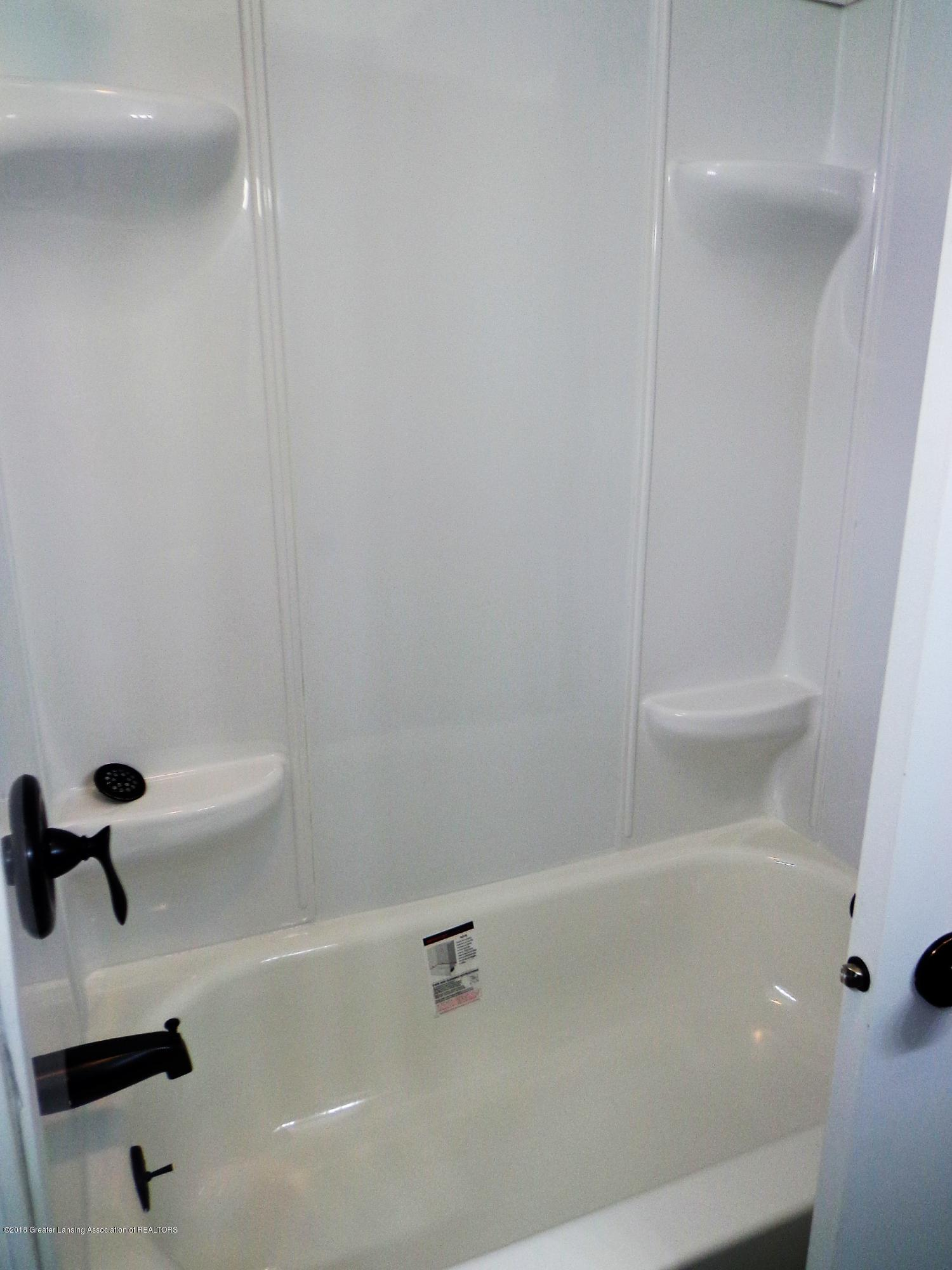 4950 Hogsback Rd - tub.shower surround bath 1 - 13