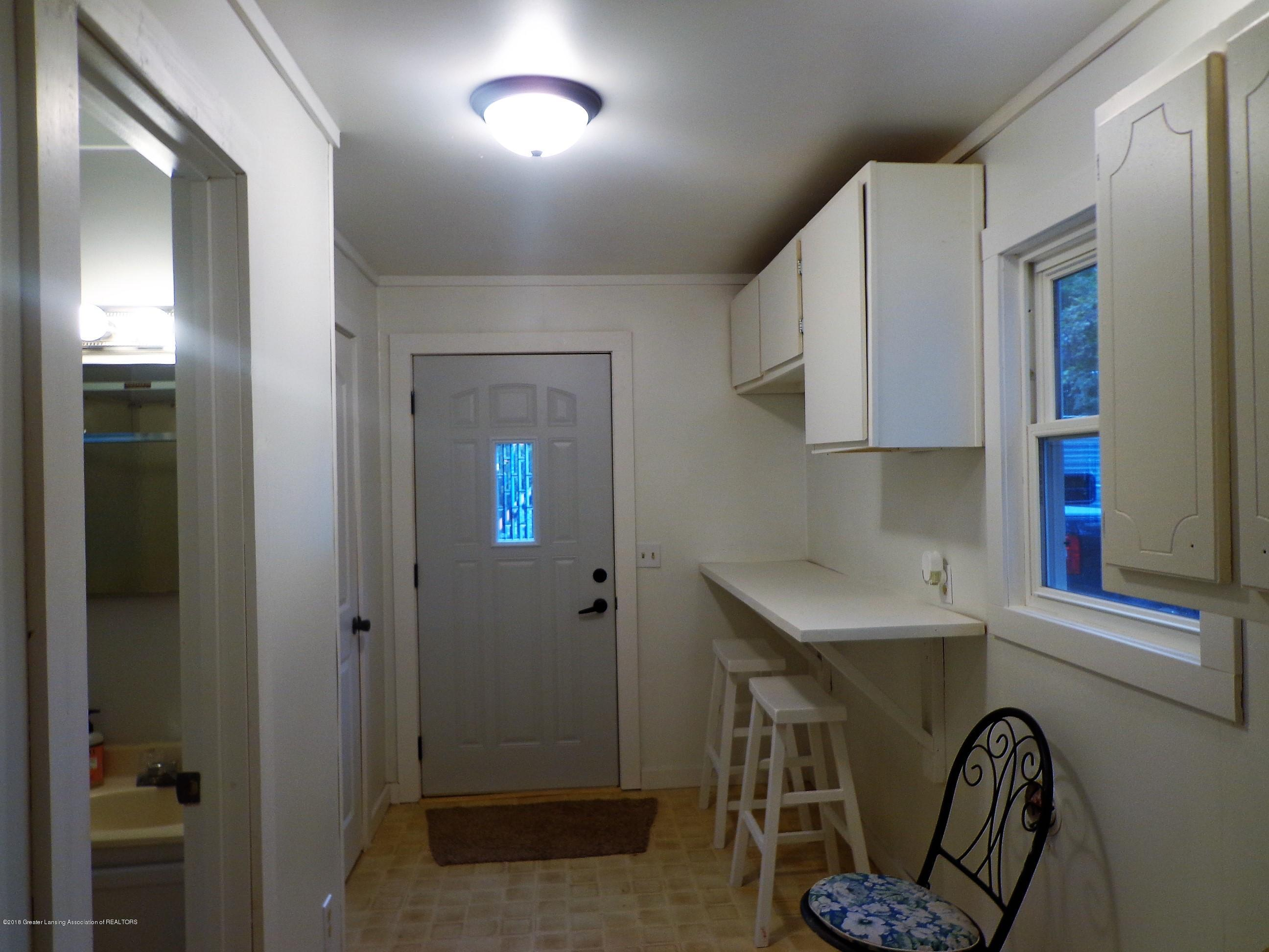 4950 Hogsback Rd - mud room.laundry - 15