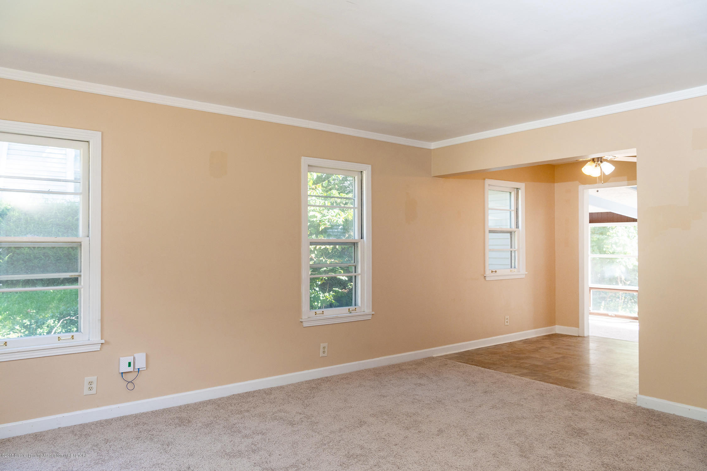 1211 Daisy Ln - living room - 10