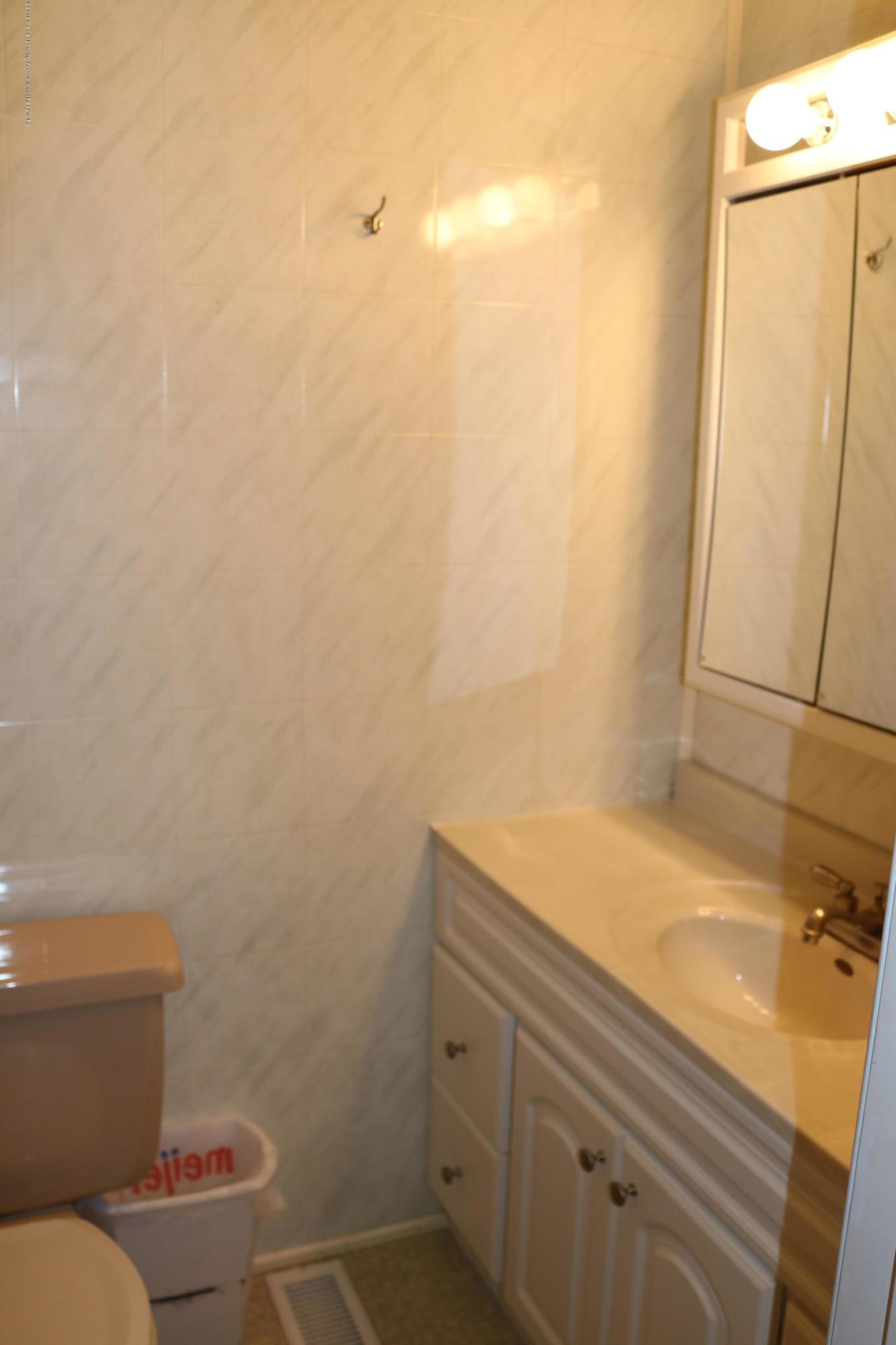 765 N Canal Rd - Master Bath - 14