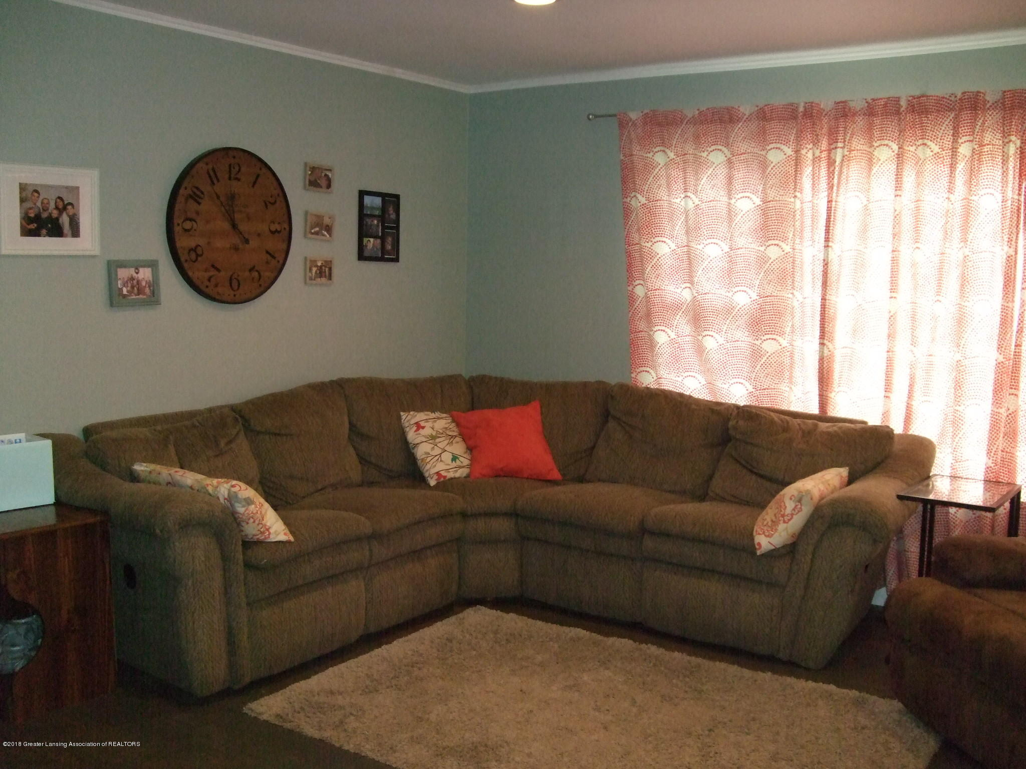 4357 Davlind Dr - Living room - 7