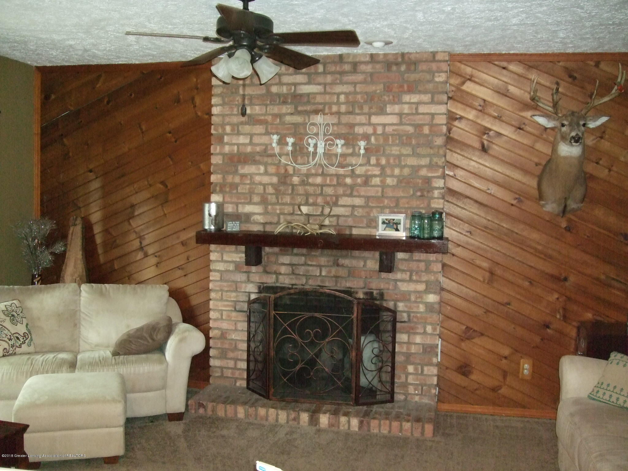 4357 Davlind Dr - Family room - 9