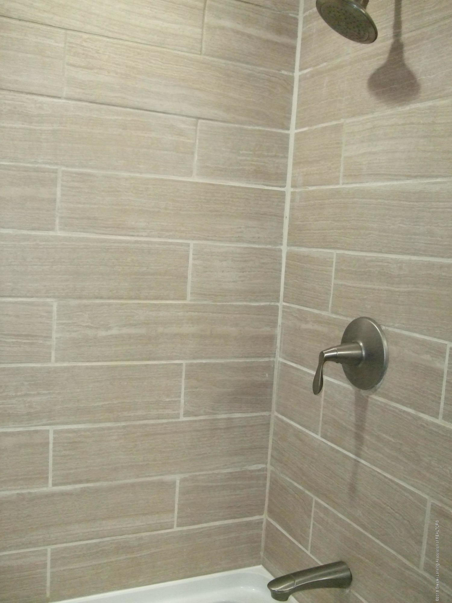 4357 Davlind Dr - FB-tile shower - 17