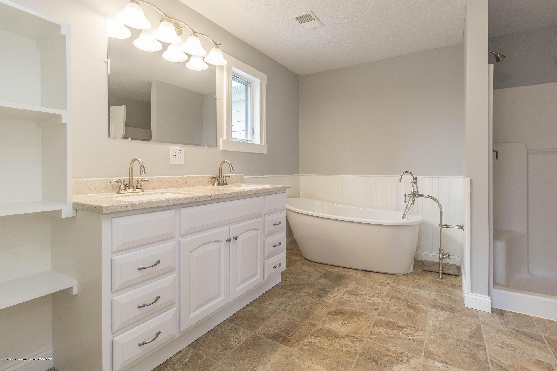 8995 Doyle Rd - doyle-master-bath (1 of 1) - 26
